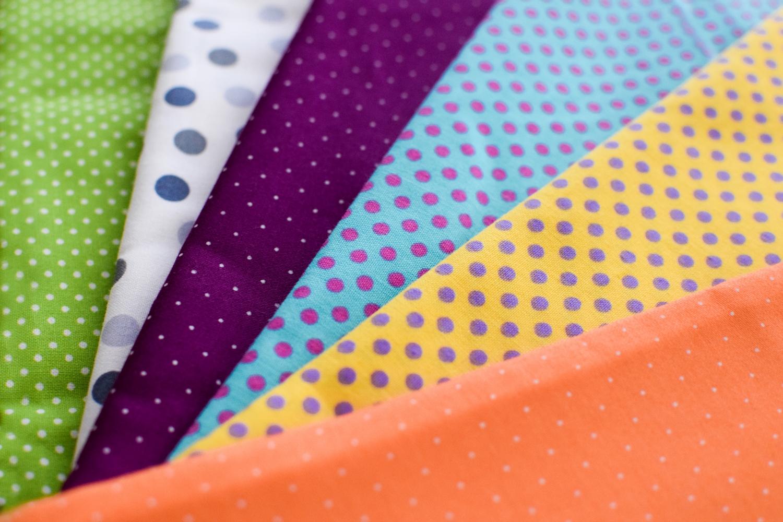 puntíky,látky,puntíkový vzor,textil,léto,letní látky